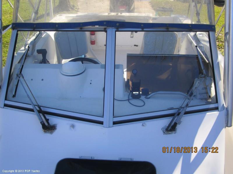1997 Wellcraft 220 Coastal Walkaround - Photo #4
