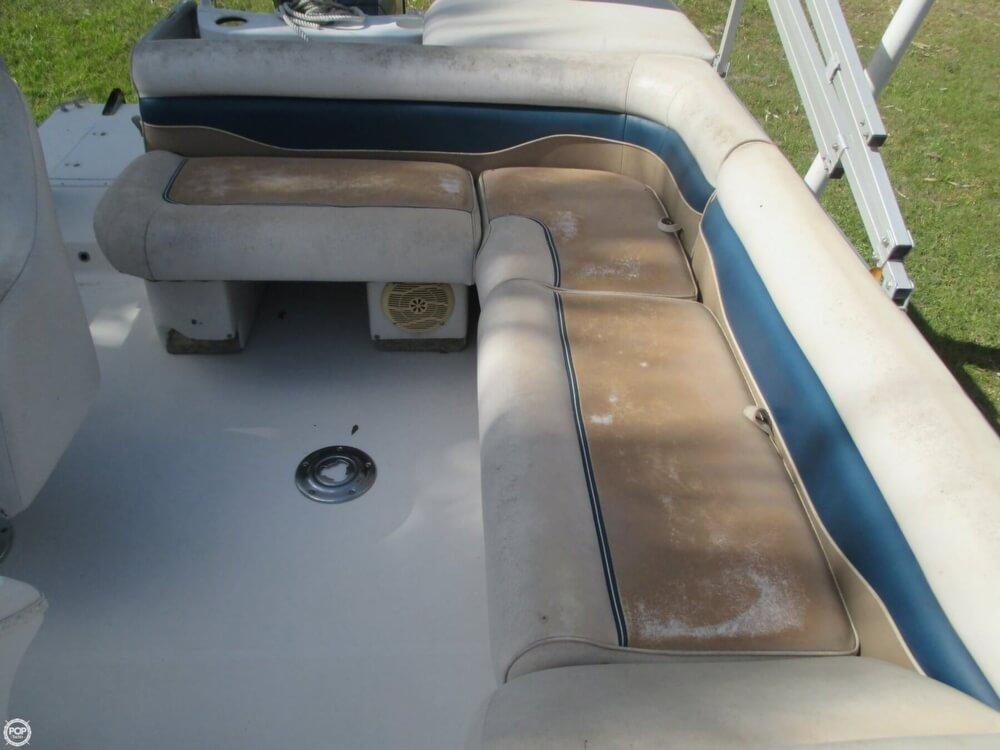 2006 Hurricane 226RE Fun Deck Fishing - Photo #23