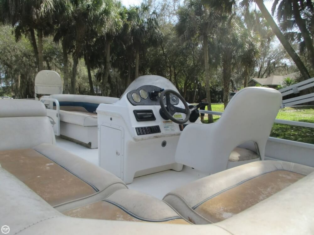 2006 Hurricane 226RE Fun Deck Fishing - Photo #28