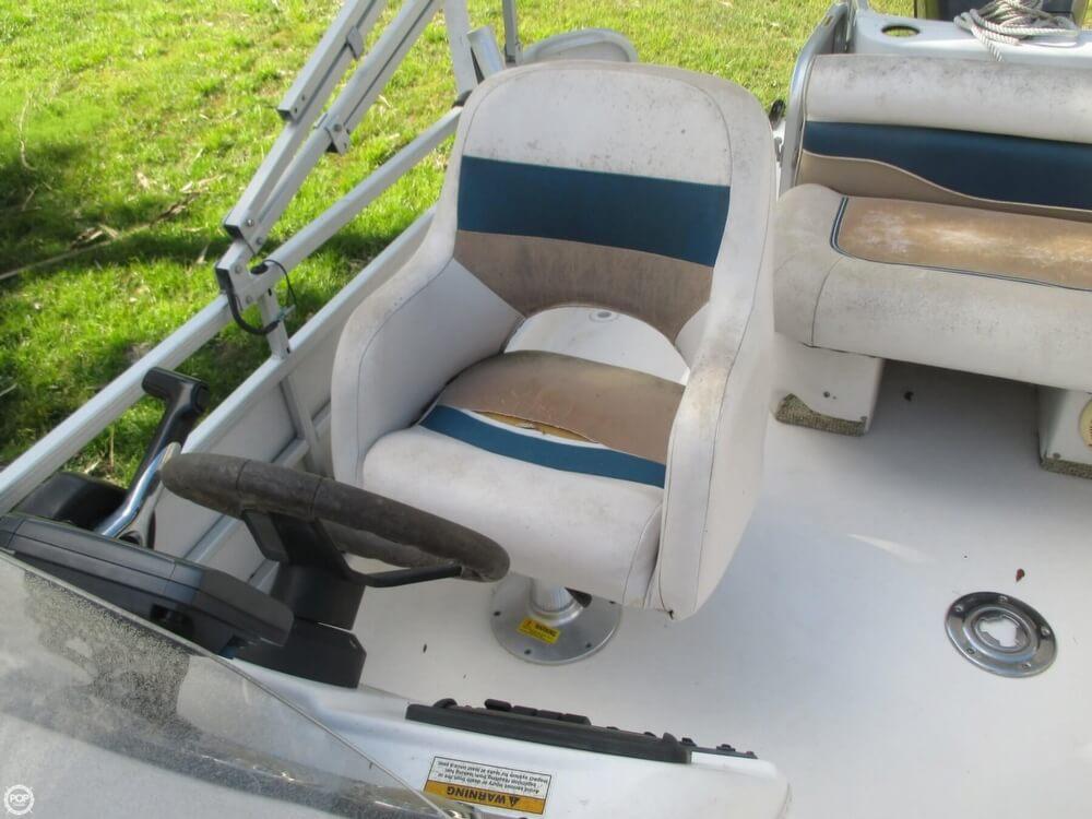 2006 Hurricane 226RE Fun Deck Fishing - Photo #32