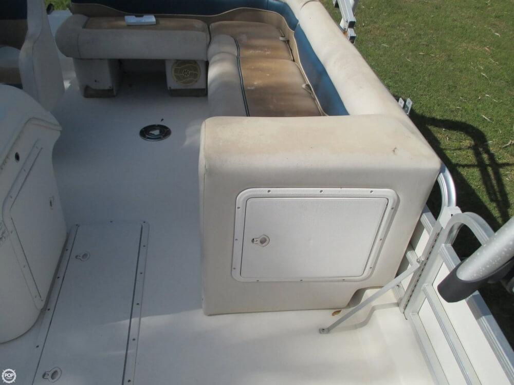 2006 Hurricane 226RE Fun Deck Fishing - Photo #39