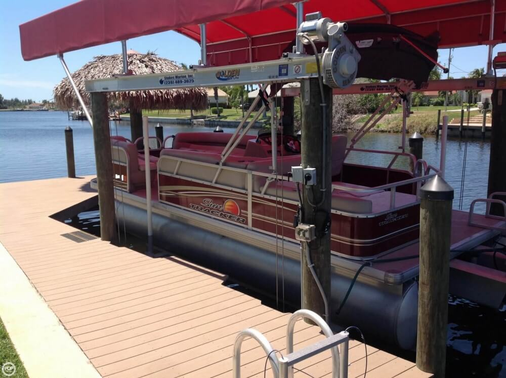2014 Sun Tracker Party Barge 22 DLX - Photo #10