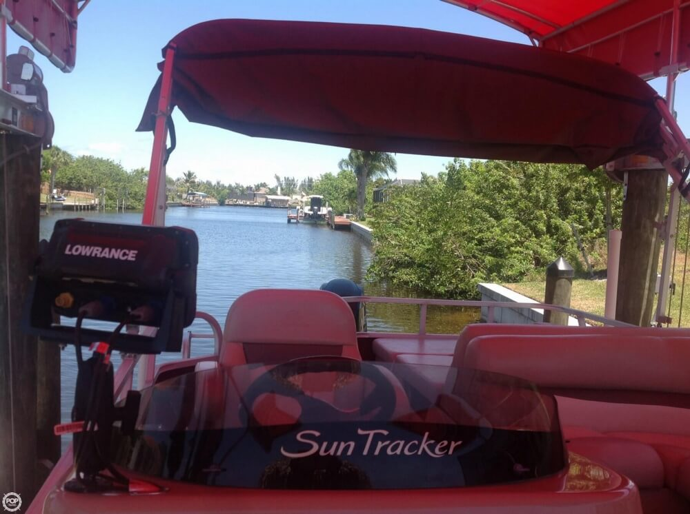 2014 Sun Tracker Party Barge 22 DLX - Photo #28