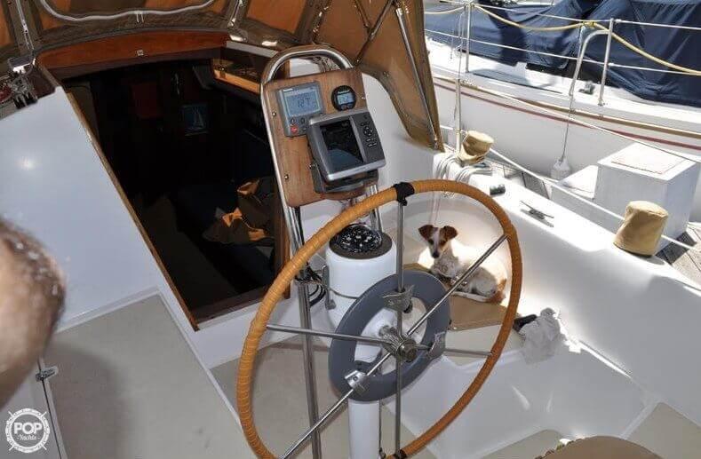 1979 Islander Yachts 30 - Photo #5
