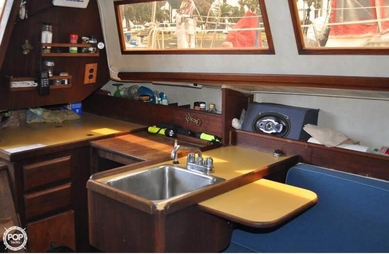 1979 Islander Yachts 30 - Photo #13