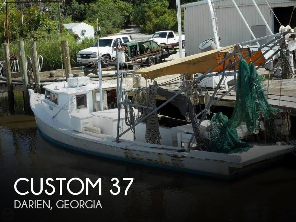 1958 Custom 37 - Photo #1