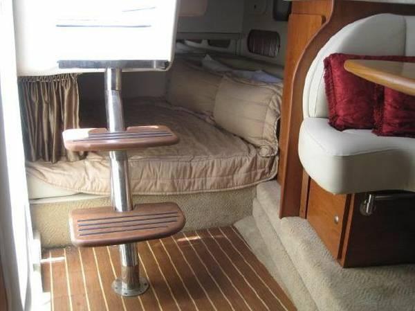 2007 Rinker 320 Express Cruiser - Photo #8