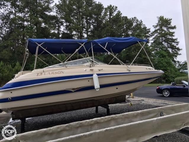 2003 Larson 234 Escape Deck Boat - Photo #3