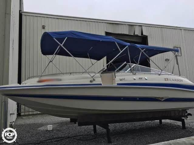 2003 Larson 234 Escape Deck Boat - Photo #4