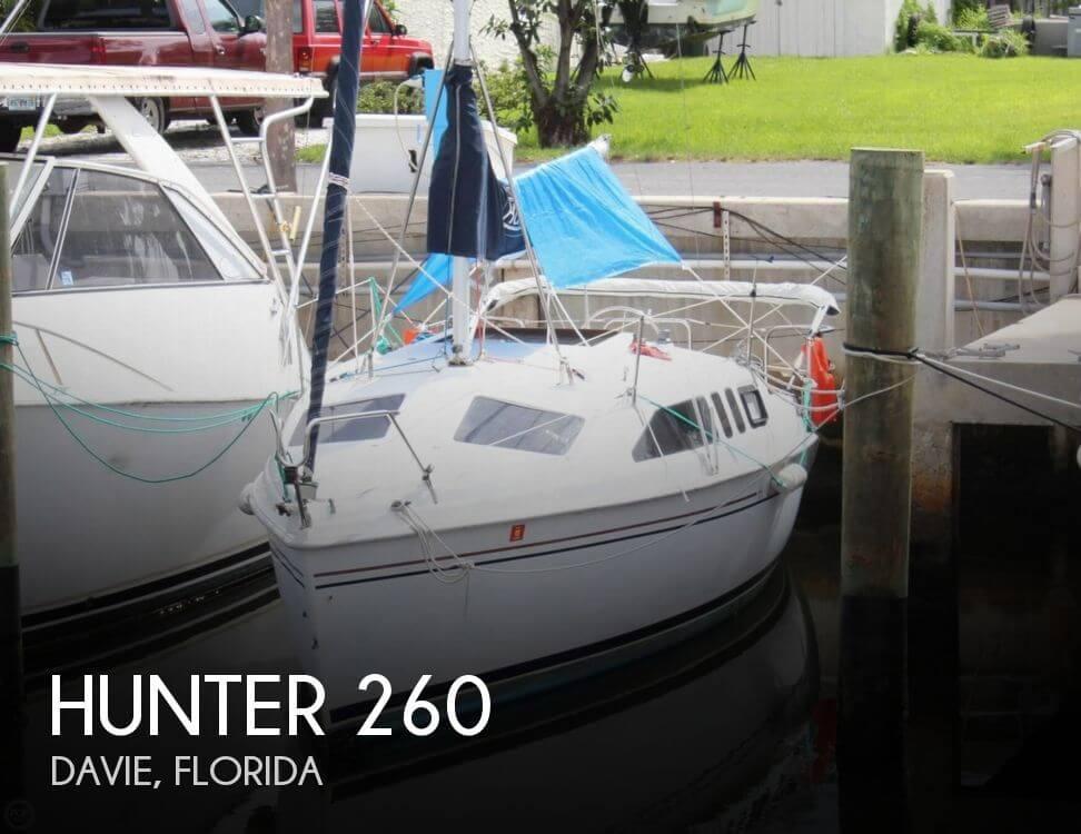 1999 Hunter 260 - Photo #1