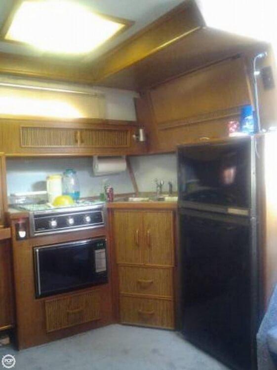 1987 Sea Ray 390 Express - Photo #9