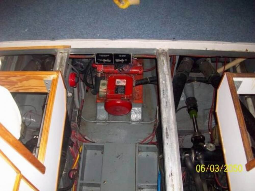1987 Sea Ray 390 Express - Photo #18